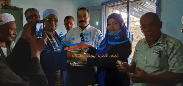 aljornal.com - الجورنال - رئيس قرية الغربي بهجورة تُكرّم 2 من موظفي التموين بنجع حمادي – الشارع القنائي
