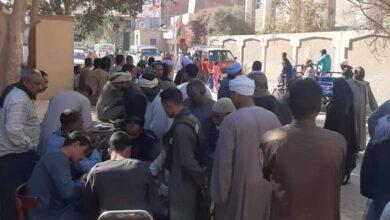 Photo of تكدس وازدحام أمام لجنة مدرسة حسين الخفاجي بالقارة بمركز أبوتشت