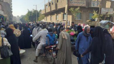 """Photo of بالصور والفيديو ..سوق شعبي يشل حركة مدينة قوص.. والأهالي:"""" سوء تخطيط من المسئولين"""""""