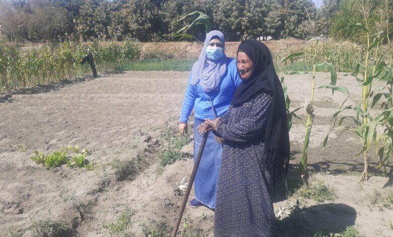 "aljornal.com - الجورنال - ""غنية"" امرأة قوصية .. 50 سنة في الزراعة ولديها 12 من الأبناء "" الغنى في الرضا"".. صور"