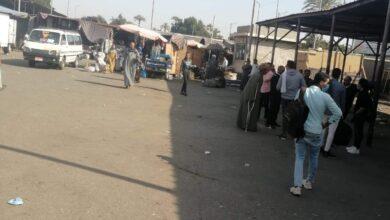 Photo of تكدس المواطنين بموقف سيارات الأجرة بقنا .. تعرف على السبب
