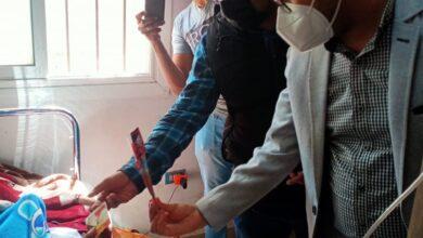 "Photo of 'باقات الورود"" هدية عيد الأم لمصابات كورونا بعزل مستشفى فرشوط المركزى"