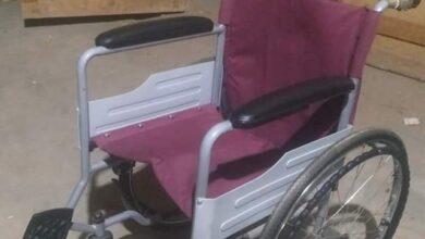 "Photo of ""فاعل خير"" يتبرع بكرسي متحرك لشاب من ذوي الهمم بأبوتشت"