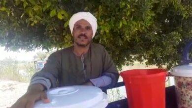 """Photo of """"اروي عطشك ياصايم"""" .. العم """"شريف"""" 20عاما في بيع العصائر """"نفسي أعلم ابنائي كويس"""""""