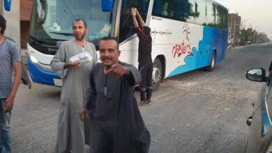 Photo of فيها حاجة حلوة..شباب كوم سخين يوزعون 120وجبة أفطار للصائمين علي الطريق السريع