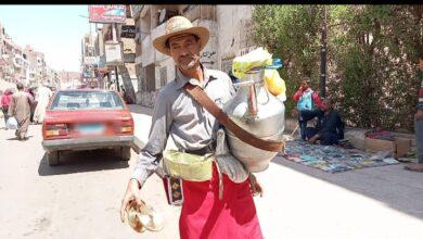 "Photo of ""عمران"" أقدم بائع عرقسوس بشوارع نجع حمادي يحكي أسرار ""ملك مشروبات رمضان"""