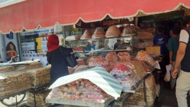 """Photo of وقفة العيد في قوص:"""" زحام على المحال وتجهيز أفضل الأكلات والأسماك والفسيخ """""""