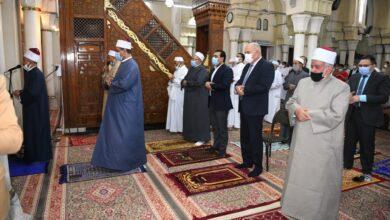 Photo of بالصور..محافظ قنا يؤدى صلاة عيد الفطر المبارك بمسجد سيدى عبدالرحيم القنائى