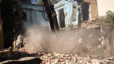 """Photo of ضمن """"حياة كريمة"""".. إزالة بعض المباني القديمة تمهيدا لإنشاء مجمع الخدمات الحكومية بقرية السمطا بدشنا"""