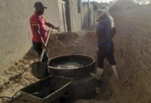 """Photo of استجابة لـ""""الشارع القنائي"""".. تغطية غرف الصرف الصحي المكشوفة بحجازة"""